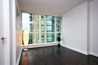 """Photo 8: 807 10777 UNIVERSITY Drive in Surrey: Whalley Condo for sale in """"City Point"""" (North Surrey)  : MLS®# R2593090"""