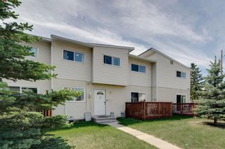 Photo 4: 2 4515 7 Avenue SE in Calgary: Forest Heights Row/Townhouse for sale : MLS®# A1121436