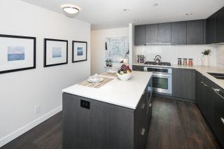"""Photo 5: 910 111 E 1ST Avenue in Vancouver: Mount Pleasant VE Condo for sale in """"Block 100"""" (Vancouver East)  : MLS®# R2125894"""