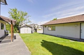 Photo 16: 6182 132 Street in Surrey: Panorama Ridge House for sale : MLS®# R2252966