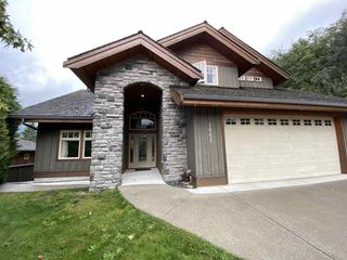 """Photo 2: 1002 PANORAMA Place in Squamish: Hospital Hill House for sale in """"Hospital Hill"""" : MLS®# R2502183"""