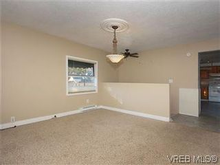 Photo 5: 669 Pine St in VICTORIA: VW Victoria West House for sale (Victoria West)  : MLS®# 560025