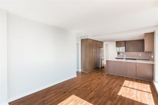 "Photo 8: 1504 125 COLUMBIA Street in New Westminster: Downtown NW Condo for sale in ""Northbank"" : MLS®# R2401099"