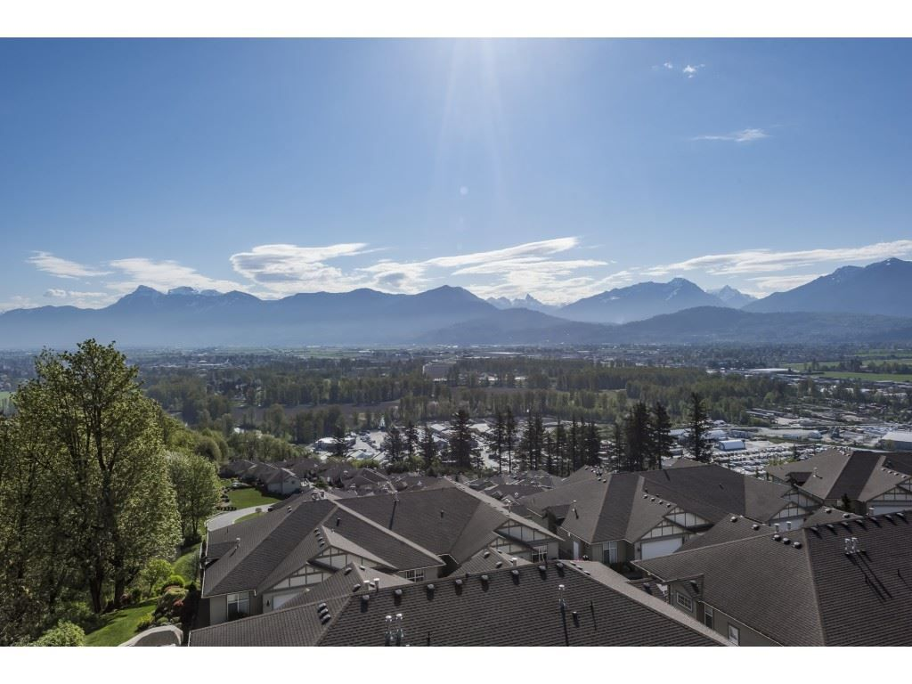 """Main Photo: 127 8590 SUNRISE Drive in Chilliwack: Chilliwack Mountain Townhouse for sale in """"Maple Hills"""" : MLS®# R2571129"""