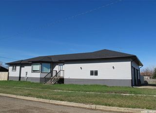 Photo 4: 702 Railway Avenue in Bienfait: Residential for sale : MLS®# SK842218