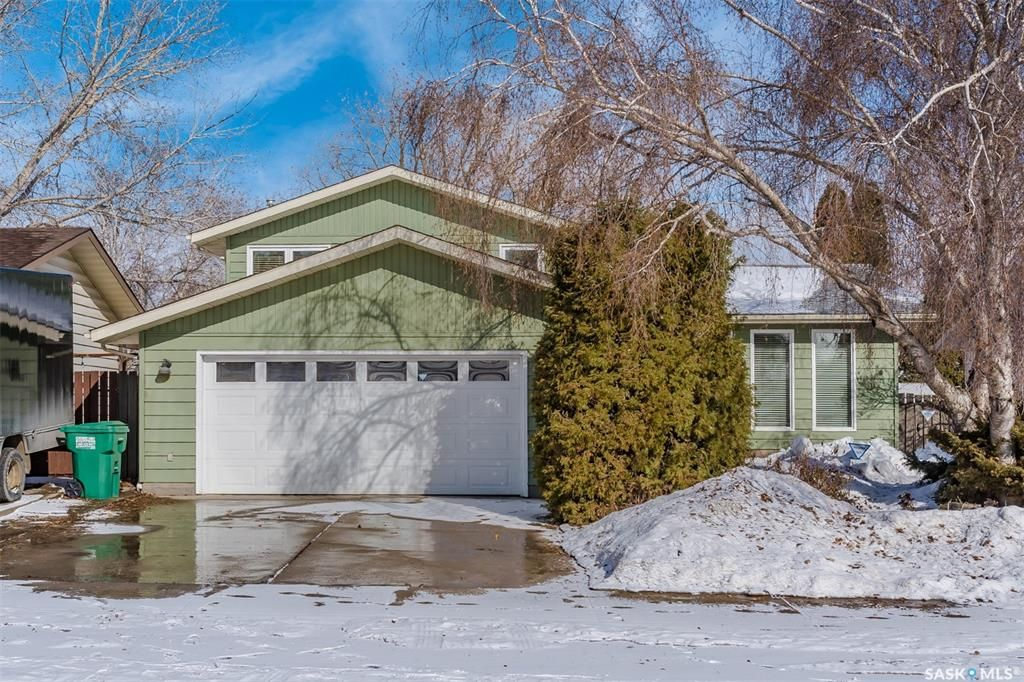 Main Photo: 47 Kindrachuk Crescent in Saskatoon: Silverwood Heights Residential for sale : MLS®# SK846620