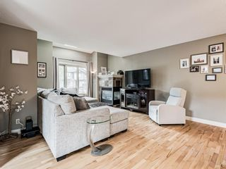 Photo 4: 4339 2 Street NW in Calgary: Highland Park Semi Detached for sale : MLS®# A1092549