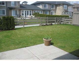 """Photo 2: 7 19452 FRASER Way in Pitt_Meadows: South Meadows Townhouse for sale in """"SHORELINE"""" (Pitt Meadows)  : MLS®# V702540"""