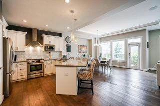 """Photo 5: 21071 78B Avenue in Langley: Willoughby Heights House for sale in """"Yorkson South"""" : MLS®# R2474012"""