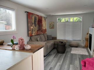 """Photo 9: 177 1413 SUNSHINE COAST Highway in Gibsons: Gibsons & Area Manufactured Home for sale in """"THE POPLARS"""" (Sunshine Coast)  : MLS®# R2604177"""