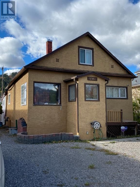 Main Photo: 12350 21 Avenue in Blairmore: House for sale : MLS®# A1153815
