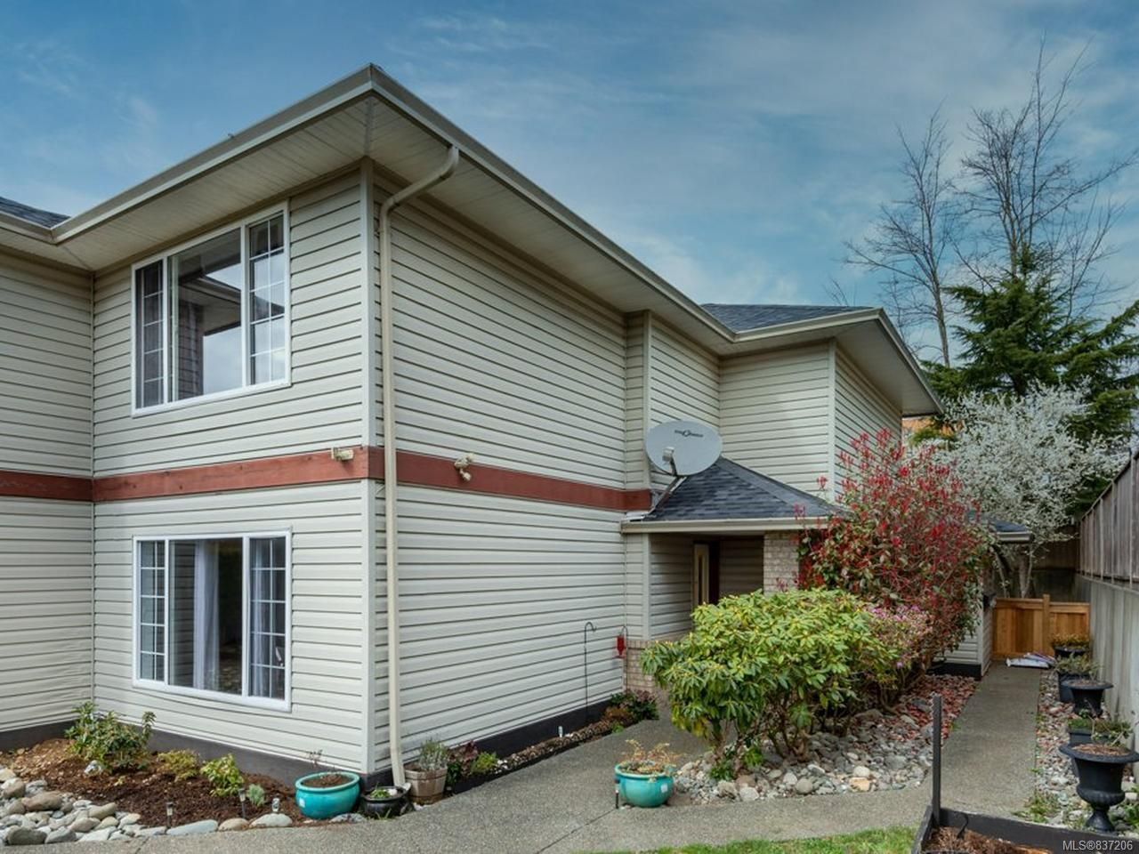 Main Photo: 5 798 ROBRON ROAD in CAMPBELL RIVER: CR Campbell River Central Row/Townhouse for sale (Campbell River)  : MLS®# 837206