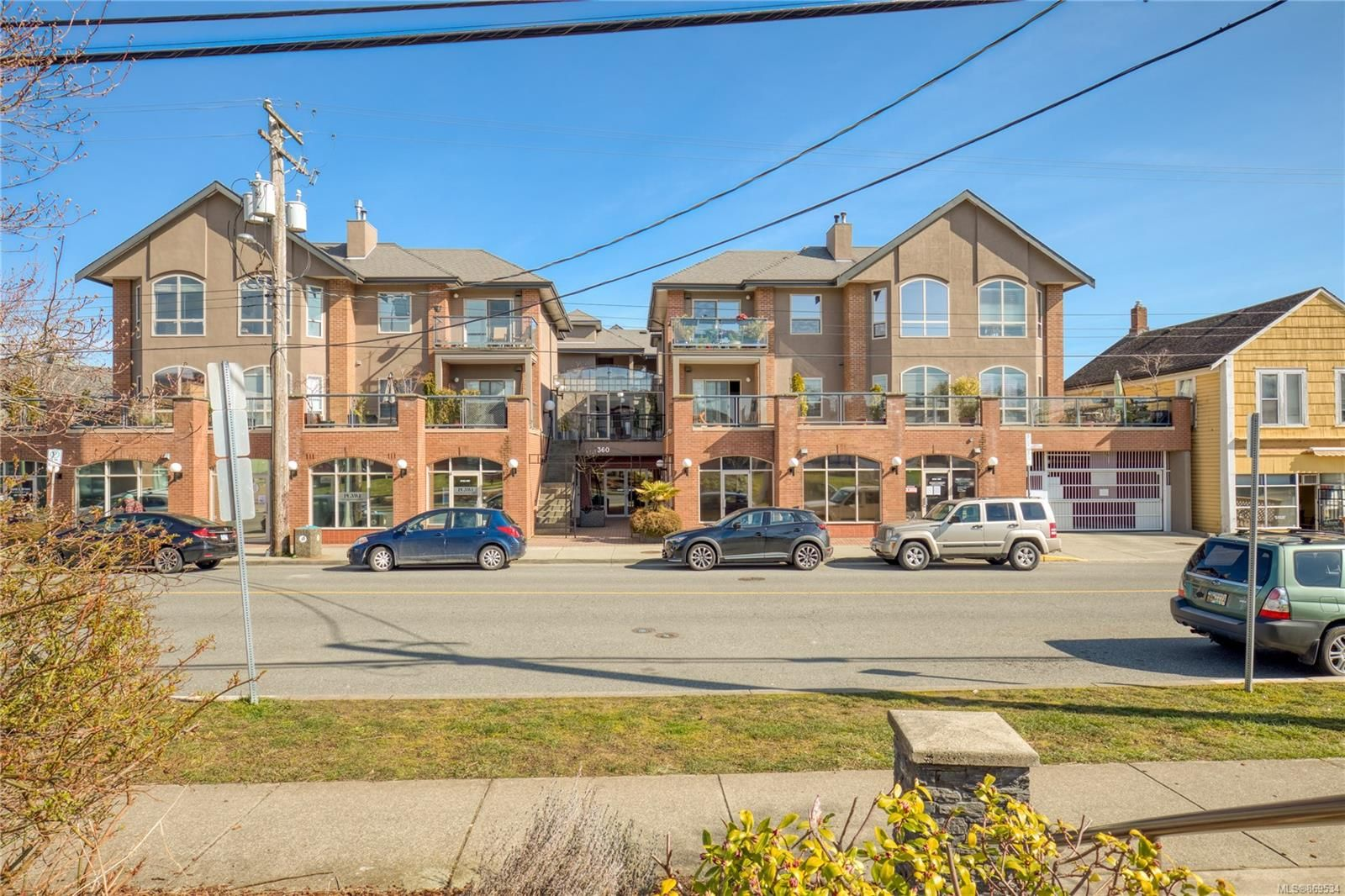 Main Photo: 206 360 Selby St in : Na Old City Condo for sale (Nanaimo)  : MLS®# 869534