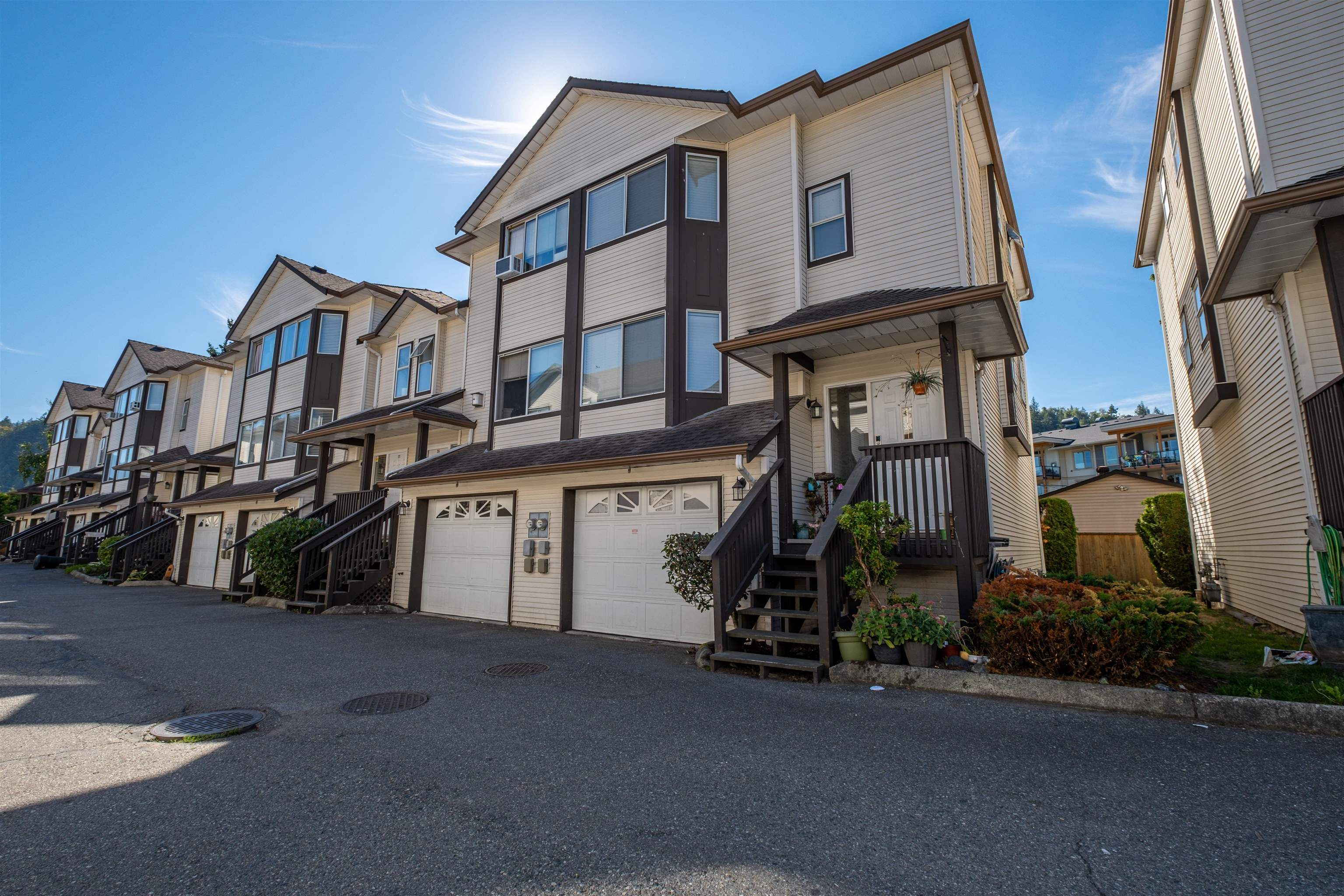 """Main Photo: 25 45740 THOMAS Road in Chilliwack: Vedder S Watson-Promontory Townhouse for sale in """"RIVERWYND"""" (Sardis)  : MLS®# R2613848"""