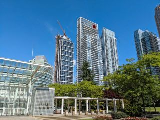 """Photo 3: 506 6080 MCKAY Avenue in Burnaby: Metrotown Condo for sale in """"STATION SQUARE FOUR"""" (Burnaby South)  : MLS®# R2594615"""