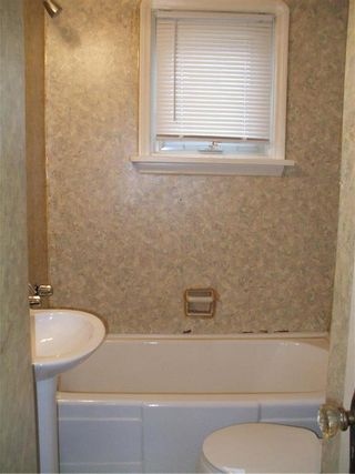 Photo 10: 445 Lariviere Street in Winnipeg: Norwood Residential for sale (2B)  : MLS®# 1930715