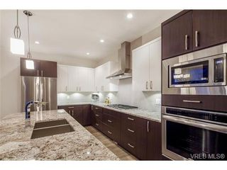 Photo 20: 114 1177 Deerview Pl in VICTORIA: La Bear Mountain House for sale (Langford)  : MLS®# 684098