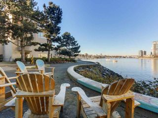 "Photo 5: 219 1869 SPYGLASS Place in Vancouver: False Creek Condo for sale in ""THE REGATTA"" (Vancouver West)  : MLS®# R2327588"
