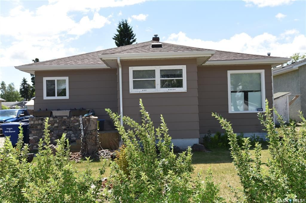 Main Photo: 204 Maple Road West in Nipawin: Residential for sale : MLS®# SK859908