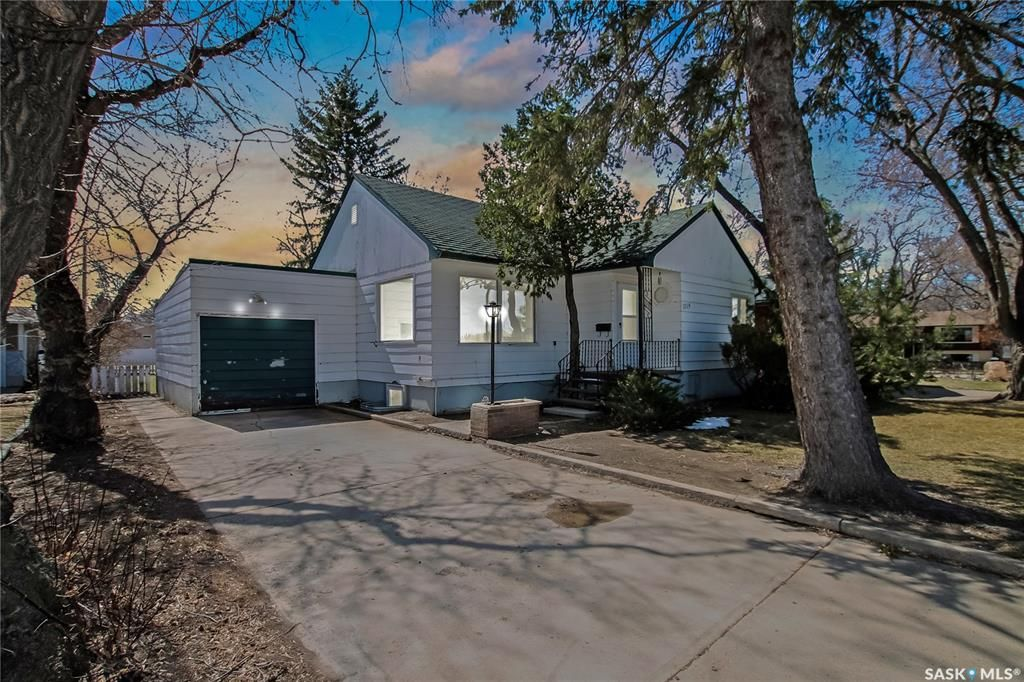 Main Photo: 1014 Sidney Street East in Swift Current: North East Residential for sale : MLS®# SK850671