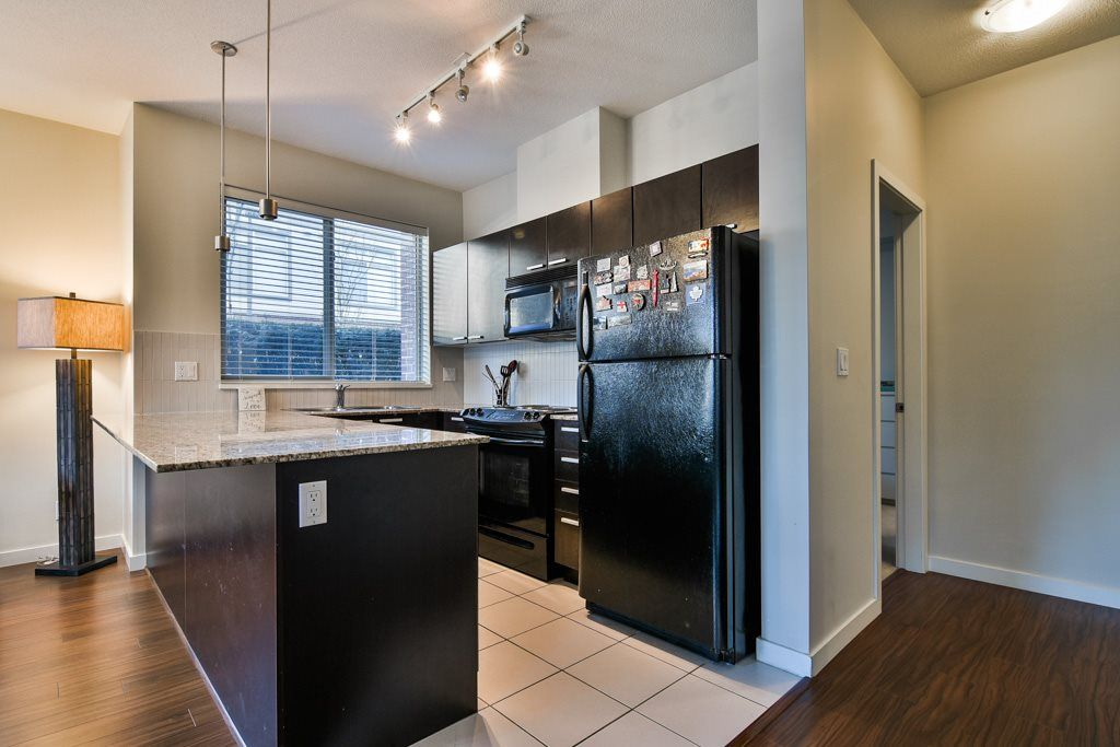 """Photo 4: Photos: 115 10455 UNIVERSITY Drive in Surrey: Whalley Condo for sale in """"D'Corize"""" (North Surrey)  : MLS®# R2347944"""