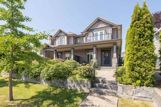 Main Photo: 352 E 12TH Street in North Vancouver: Central Lonsdale 1/2 Duplex for sale : MLS®# R2599552