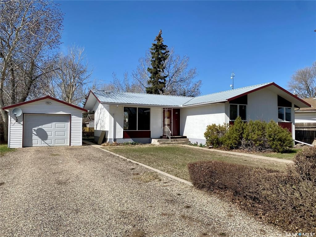 Main Photo: 104 3rd Avenue West in Dinsmore: Residential for sale : MLS®# SK851494