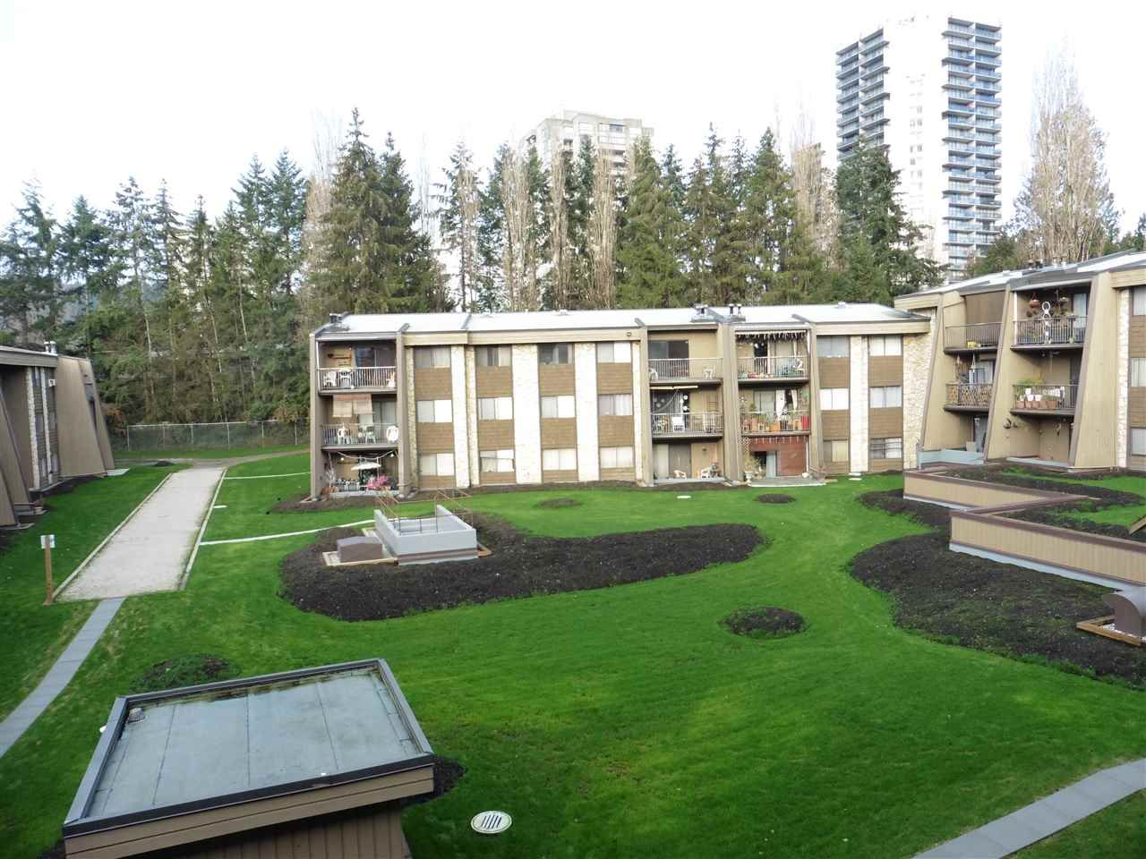 """Photo 16: Photos: 337 9101 HORNE Street in Burnaby: Government Road Condo for sale in """"WOODSTONE PLACE"""" (Burnaby North)  : MLS®# R2330471"""