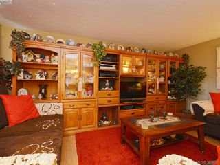 Photo 3: A & B 3302 Haida Dr in VICTORIA: Co Triangle Triplex for sale (Colwood)  : MLS®# 771482