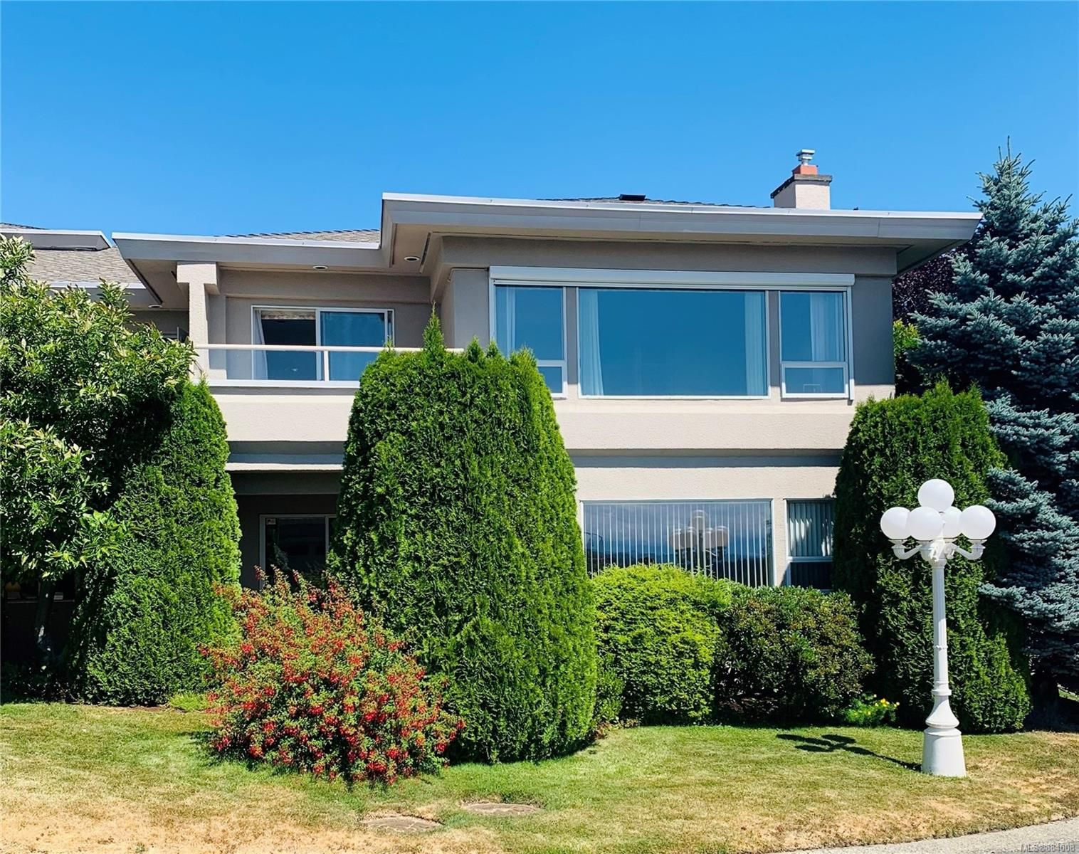 Main Photo: 23 881 Nicholson St in : SE High Quadra Row/Townhouse for sale (Saanich East)  : MLS®# 884008