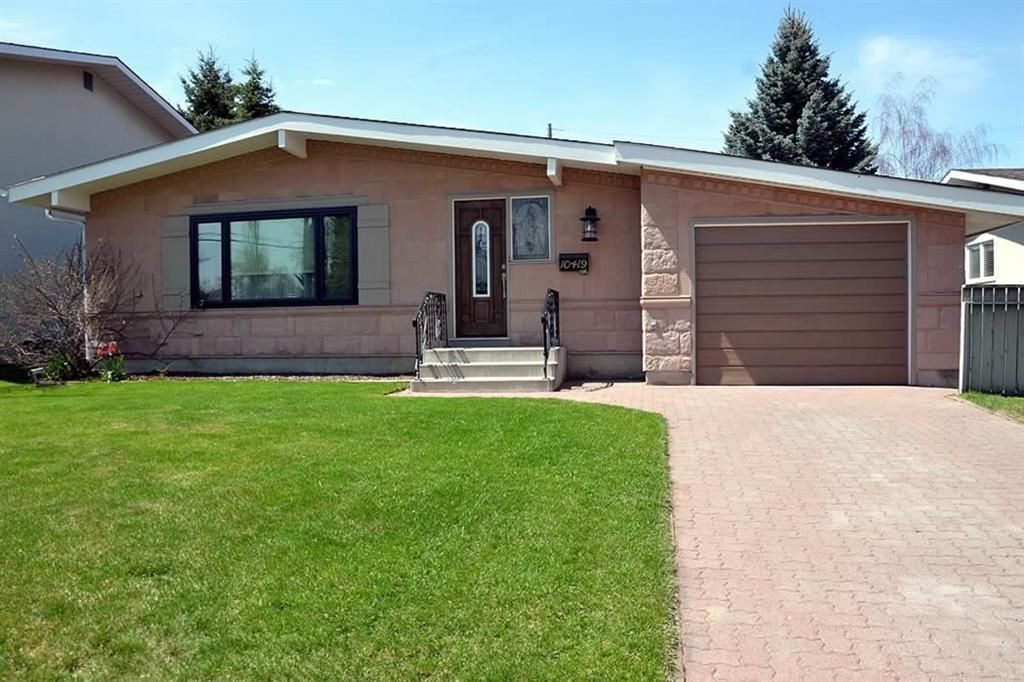 Main Photo: 10419 2 Street SE in Calgary: Willow Park Detached for sale : MLS®# C4296680