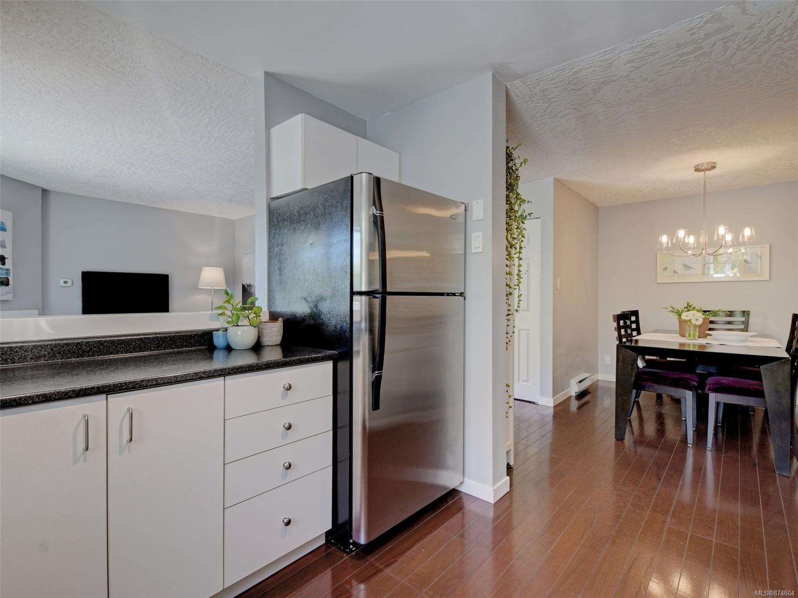 Photo 8: Photos: 202 2710 Grosvenor Rd in : Vi Oaklands Condo for sale (Victoria)  : MLS®# 874604