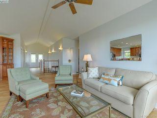 Photo 5: 7013 Beach View Crt in SAANICHTON: CS Island View House for sale (Central Saanich)  : MLS®# 818670