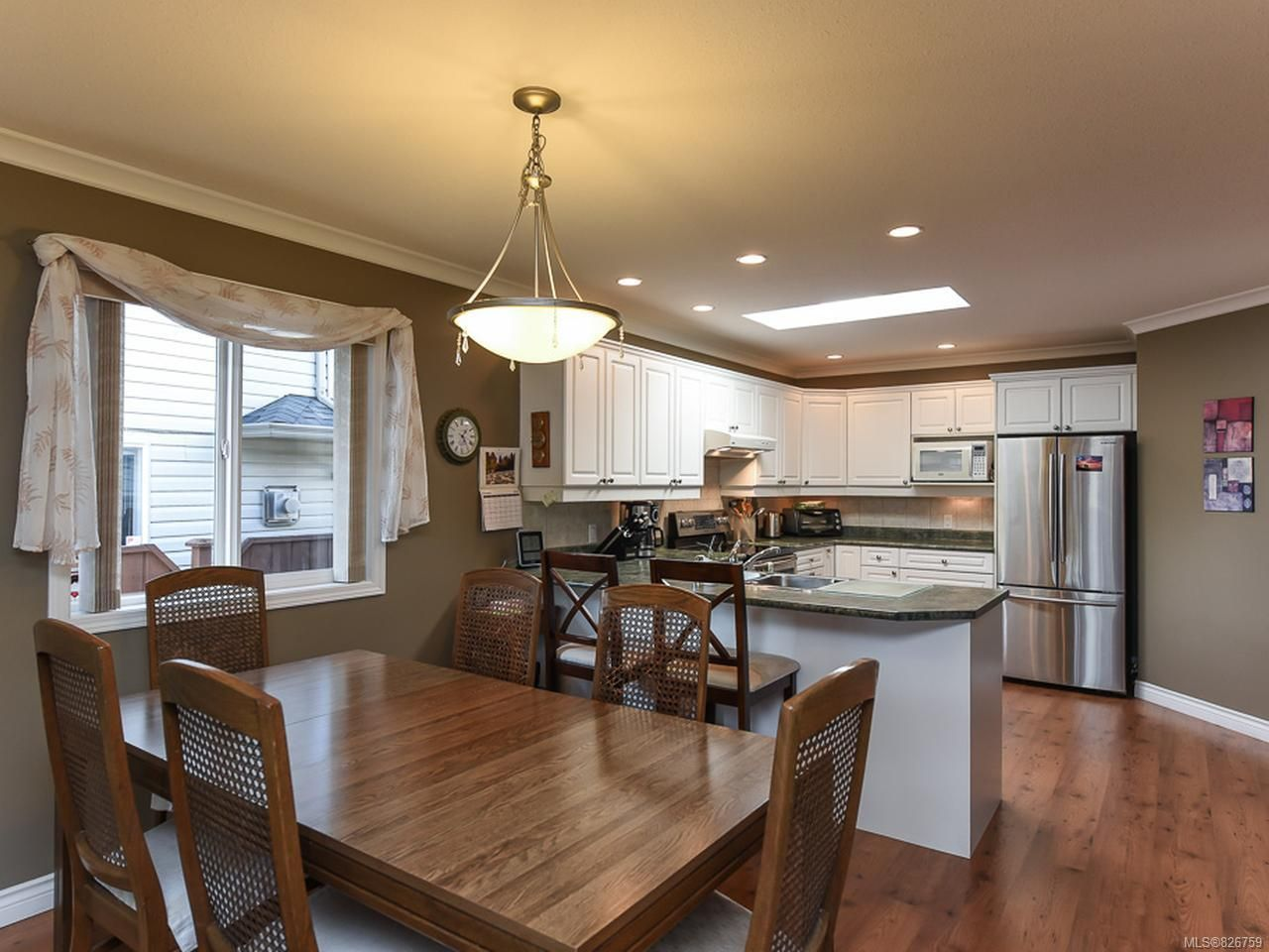 Photo 8: Photos: 2165 Stirling Cres in COURTENAY: CV Courtenay East House for sale (Comox Valley)  : MLS®# 826759