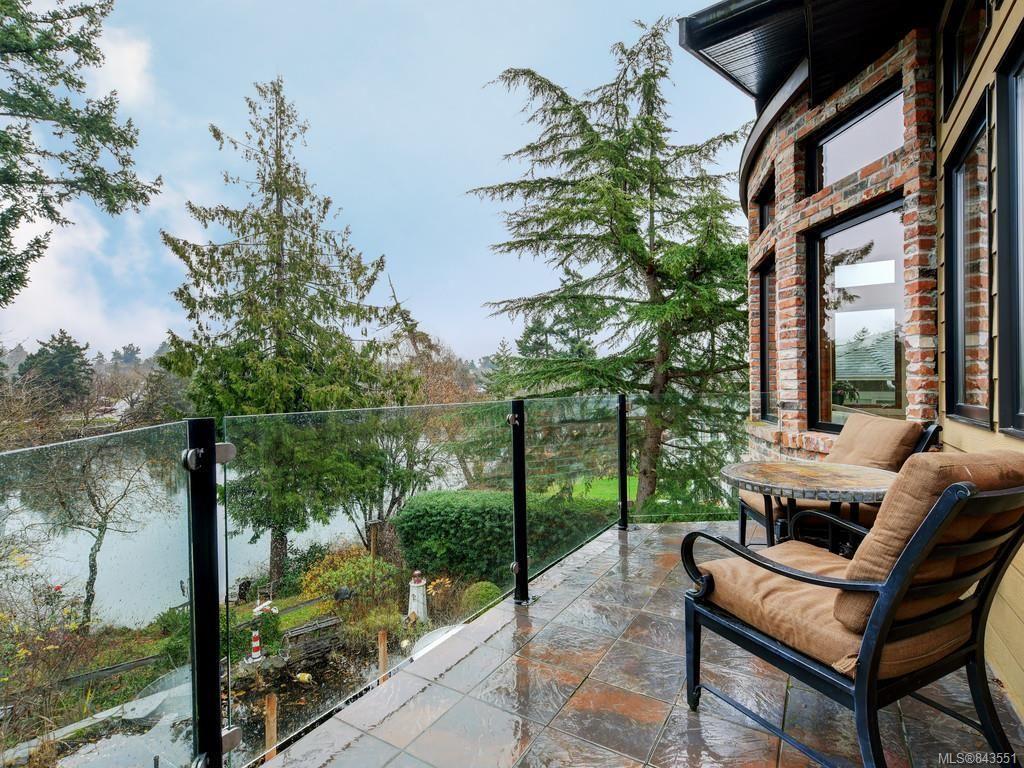 Main Photo: 8 915 Glen Vale Rd in Esquimalt: Es Gorge Vale House for sale : MLS®# 843551