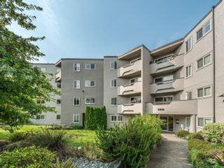 Photo 1: 407 3800 Quadra St in : SE Quadra Condo for sale (Saanich East)  : MLS®# 857235