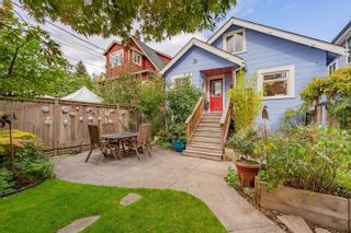 """Photo 2: 1056 E 14TH Avenue in Vancouver: Mount Pleasant VE House for sale in """"Cedar Cottage"""" (Vancouver East)  : MLS®# R2624585"""