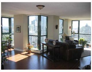 """Photo 2: 2005 289 DRAKE Street in Vancouver: Downtown VW Condo for sale in """"PARKVIEW TOWER"""" (Vancouver West)  : MLS®# V661632"""