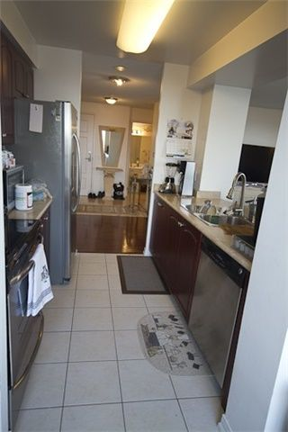 Photo 2: 1112 310 Red Maple Road in Richmond Hill: Langstaff Condo for lease : MLS®# N3453681
