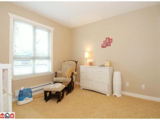 """Photo 8: 5 14921 THRIFT Avenue: White Rock Townhouse for sale in """"NICOLE PLACE"""" (South Surrey White Rock)  : MLS®# F1025156"""