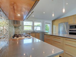 Photo 13: 3182 Wessex Close in : OB Henderson House for sale (Oak Bay)  : MLS®# 883456