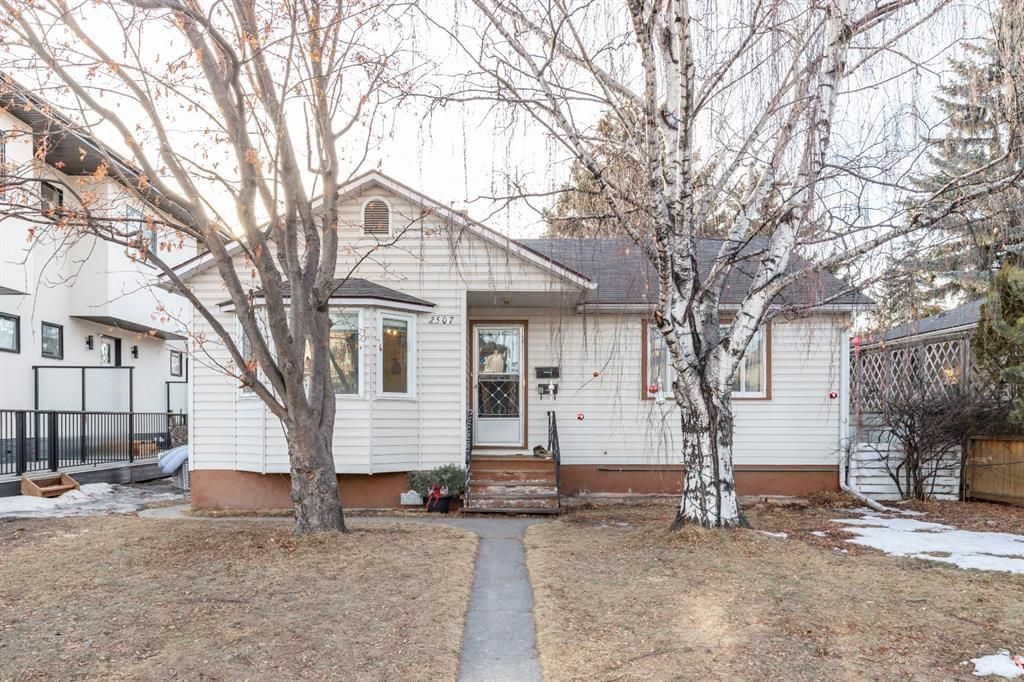 Main Photo: 2507 17A Street NW in Calgary: Capitol Hill Detached for sale : MLS®# A1080536