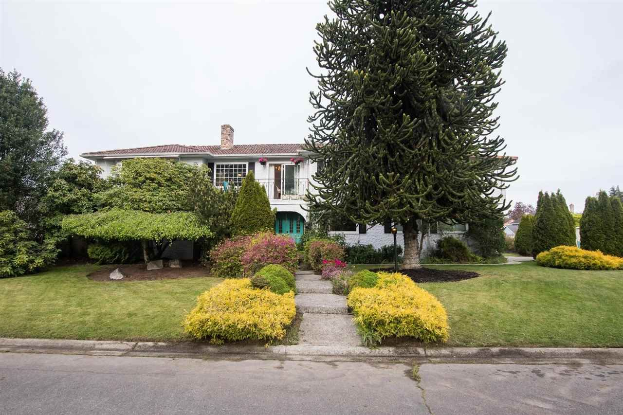 "Main Photo: 256 ROBSON Place in Delta: Pebble Hill House for sale in ""PEBBLE HILL"" (Tsawwassen)  : MLS®# R2574786"