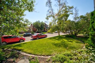 Photo 2: 2404 9 Avenue NW in Calgary: West Hillhurst Detached for sale : MLS®# A1134277