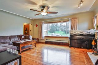 """Photo 3: 618 10TH Street in New Westminster: Moody Park House for sale in """"MOODY PARK"""" : MLS®# R2028189"""