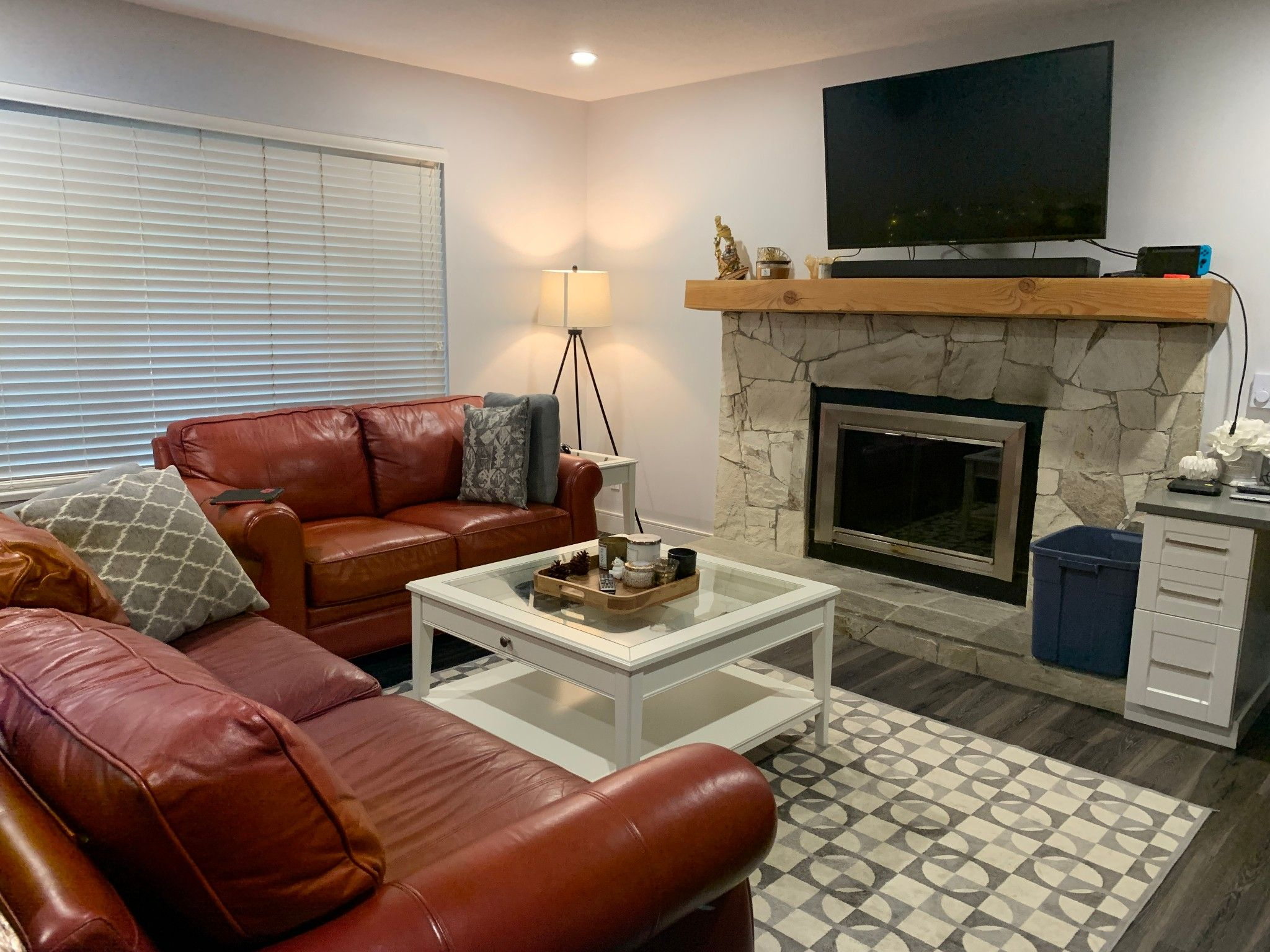 Photo 2: Photos: Upper 35280 Wells Gray Ave. in Abbotsford: Abbotsford East Condo for rent