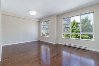 """Photo 4: 101 1125 KENSAL Place in Coquitlam: New Horizons Townhouse for sale in """"KENSAL WALK AT WINDSOR GATE"""" : MLS®# R2384199"""