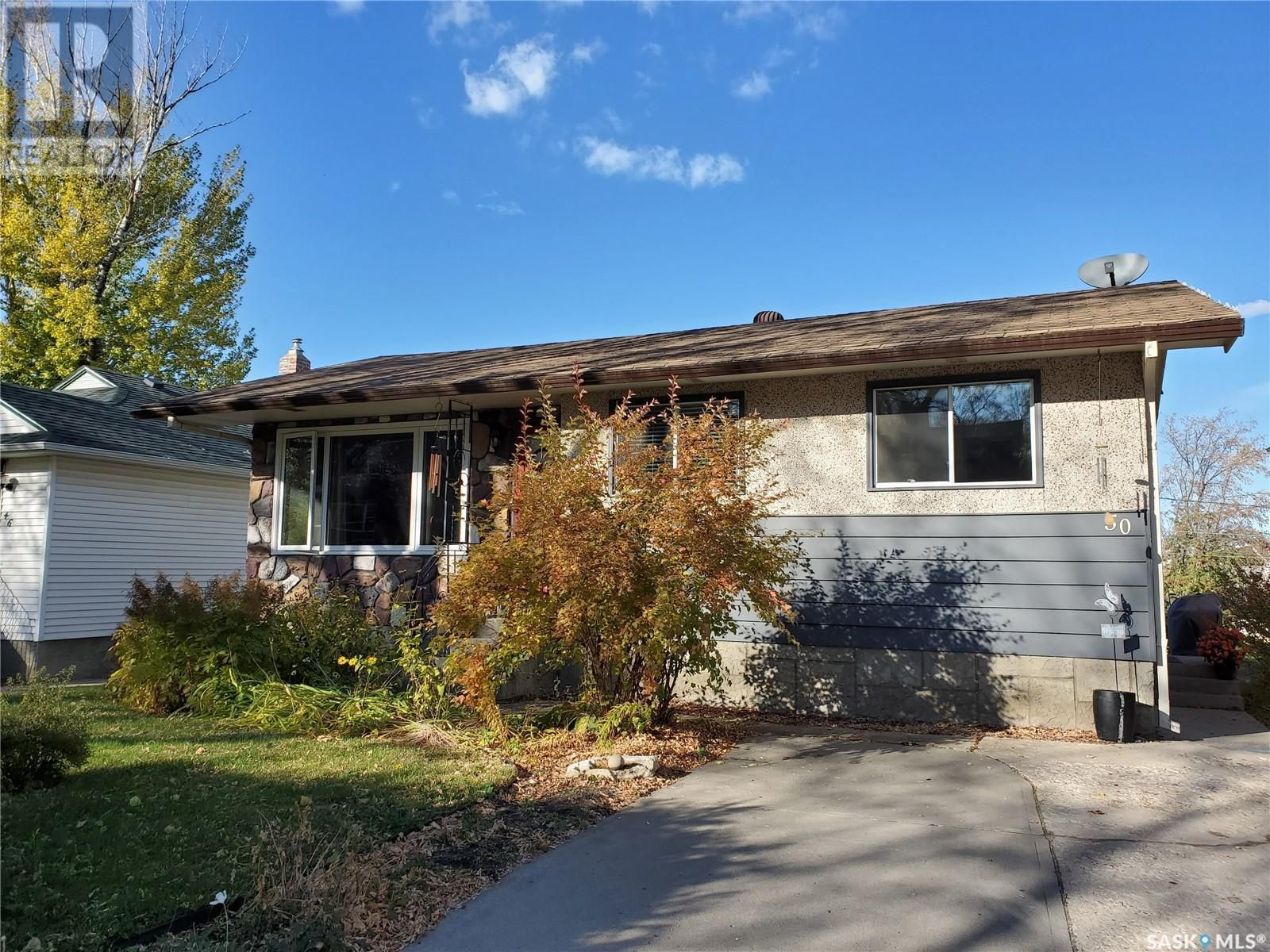 Main Photo: 50 19th ST E in Prince Albert: House for sale : MLS®# SK874088