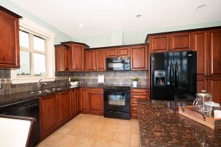 """Photo 13: 402 46021 SECOND Avenue in Chilliwack: Chilliwack E Young-Yale Condo for sale in """"THE CHARLESTON"""" : MLS®# R2406123"""