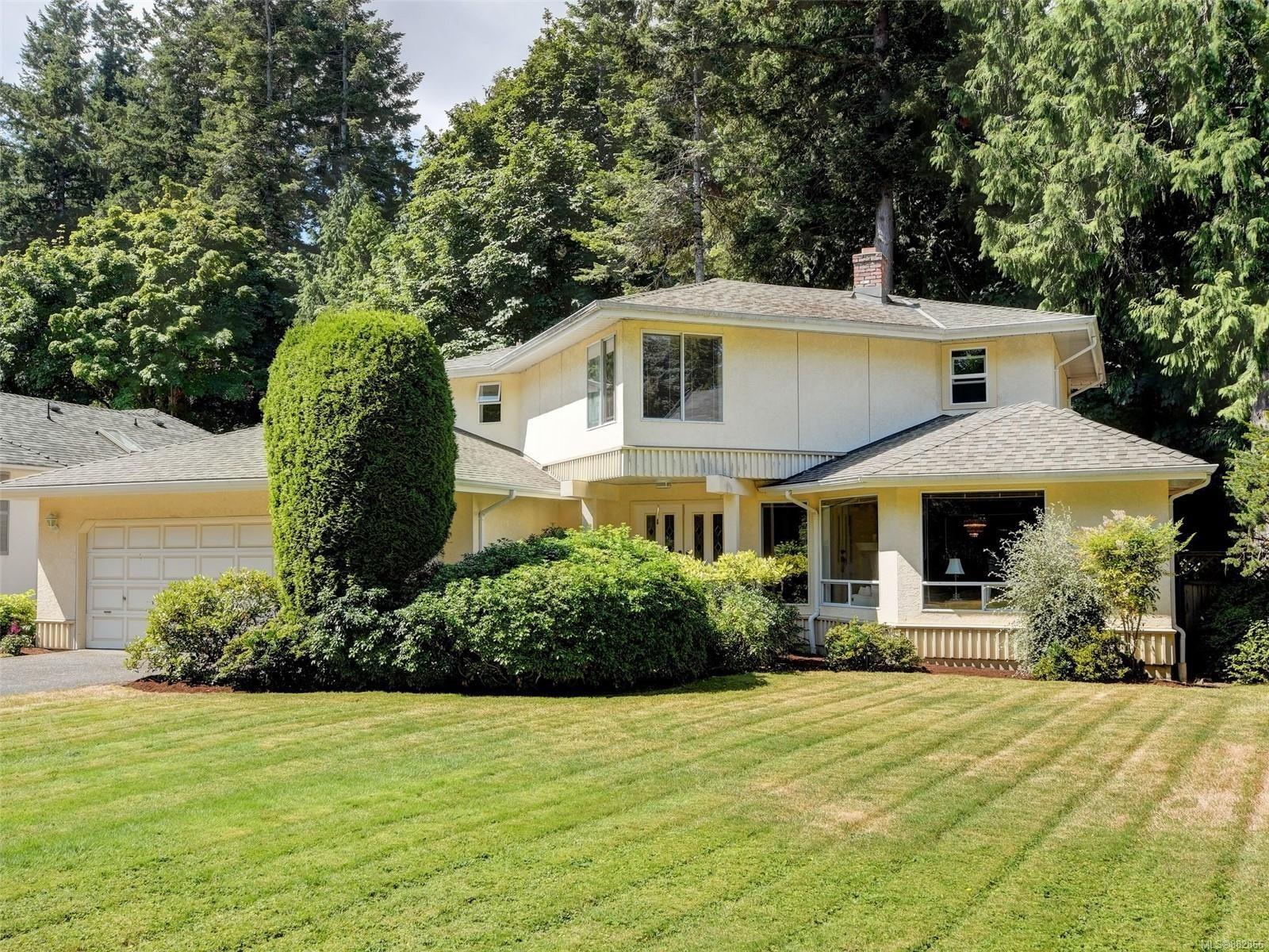 Main Photo: 4682 Lochside Dr in : SE Broadmead House for sale (Saanich East)  : MLS®# 882866